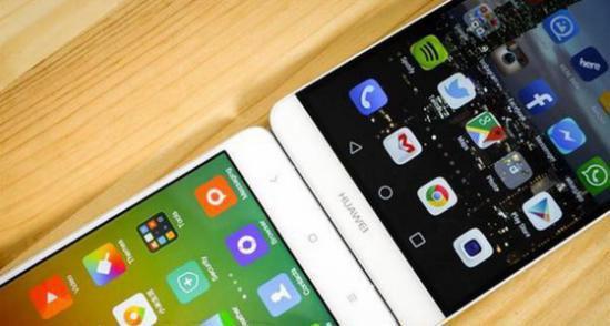 导语:中国智能手机市场第三季度出货量数据,小米公司以16.4%的市场份额再次稳居国内第一。至此,小米已连续六个季度占据中国国内市场份额第一。除了智能手机出货量之外,小米公司的用户活跃度再度上升一个台阶,在第三方统计机构友盟、淘宝无线、腾讯等众多互联网平台所公布的数据中,小米公司均以压倒性优势占据第一。  智能手机 中国两大智能手机厂商华为和小米公司正在激烈争夺国内市场份额第一宝座,就在市场研究公司Canalys发布数据声称华为已超越小米不久,小米公司官方今日援引国际调研公司IHS Technology数据