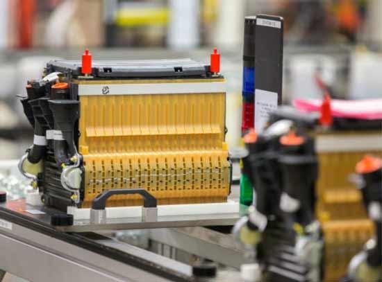 要自己生产电动汽车电池