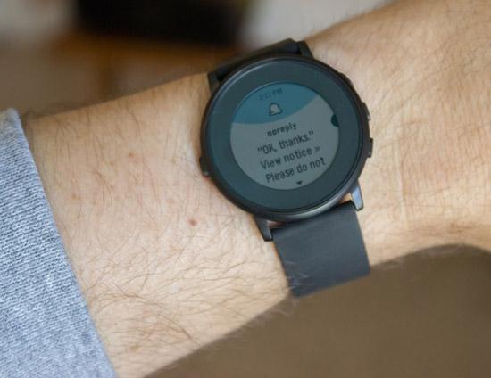pebble智能手表功能都简约而不简单:消息提醒,音乐控制,事件时间轴
