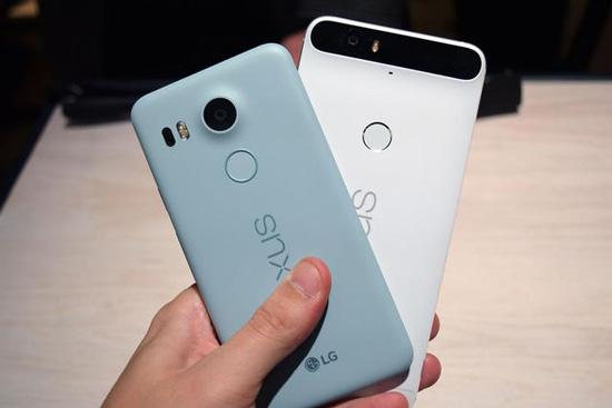 但也有人抱怨该款手机不配套耳机,只配有充电插座和数据线;谷歌手机会