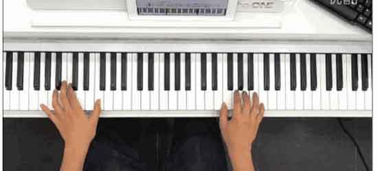 别再说钢琴太高大上.     现场snh48女神手把手教学!图片