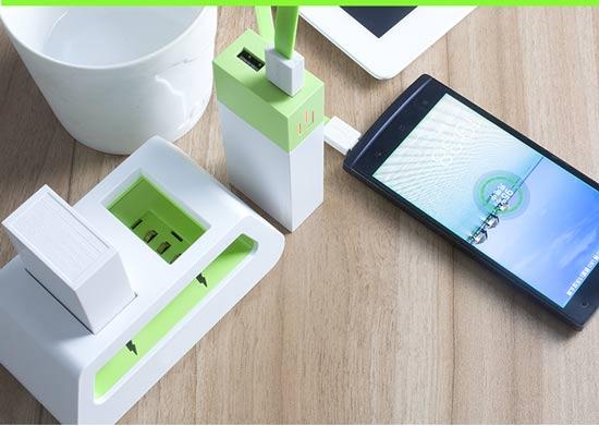 导语:移动电源作为数码用户的必备品,尤其是近几年来,市场新品不多,竞争激烈。现在手机屏幕越来越大,耗电量越来越多,再加上用户对数码产品娱乐需求的增加,电池续航能力成为用户比较关注的一个问题,在目前的情况下,大屏手机或者平板的续航能力几乎都不能满足用户的要求,于是,配备一个移动电源,就成了很多人的首选。用户到底需要什么样的一个移动电源产品呢?这也是仁者见仁智者见智的一个问题,很难有一个标准的答案。今天,我给大家带来的是一款小清晰、大容量的移动电源,晋科ATX-II。  移动电源  移动电源  移动电源的不安