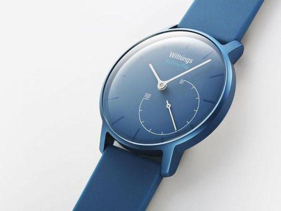 导语:2014 年,法国公司 Withings 推出了强调颜值的智能手表 Activit 。Activit 主打高颜值,所以价格上也不是太亲民。或许是意识到了这一点,Withings 再接再厉发布了廉价版的 Activit Pop。Activit Pop 虽然价格更低,但颜值高这一点并没有改变。采用了传统腕表的外观,Activit Pop 也能完成智能手表可以完成的工作。 智能手表用户是一个比较难伺候的群体,既要求手表戴在手腕上好看,用起来还得足够舒服。Activit Pop 毫无疑问能做到前者,那么后者