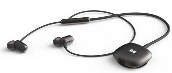 导语:据Liliputing网站报道,对于希望通过可穿戴设备计步,但又不想成天把可穿戴设备戴在手腕或别在衣服上的用户,Misfit Specter耳机或许能满足他们的要求。  Misfit Specter耳机 Misfit Specter就是一款集成有蓝牙技术和运动传感器的耳机。一次充电,用户可以利用Misfit Specter听至多10小时音乐。如果用户佩戴着Misfit Specter跑步,它能记录用户跑步的步数,并同步到手机上。 Misfit Specter显然不能记录用户每天行走的步数。但是,如果