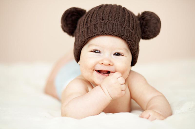 序言: 目前全球有10%的家庭面临不孕问题;发达国家不孕率更高达15%~20%。 走在路上骄傲地挺着大肚子的孕妇让人羡慕,宝宝天真可爱的笑容让人愉悦。不孕所带来的痛苦,只有那些亲身经历着的人才能体会到:伤心、难过、绝望对于80,90后的成年人来说,有个小baby是多难,由于这一代人基本上都是独生子女,生活习惯问题,导致难以怀孕。 2015年政府实施了二胎的政策,越来越多的家庭都想再生一个,但是已经过了最佳的生育期,怎样才能生出一个健康的baby呢?Himama智能备孕仪是一款专门为备孕夫妻设计的智能产
