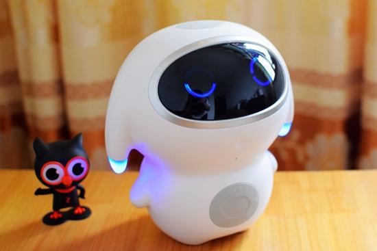 """[硬蛋评测]""""爸爸疼""""小腾儿童陪伴机器人"""