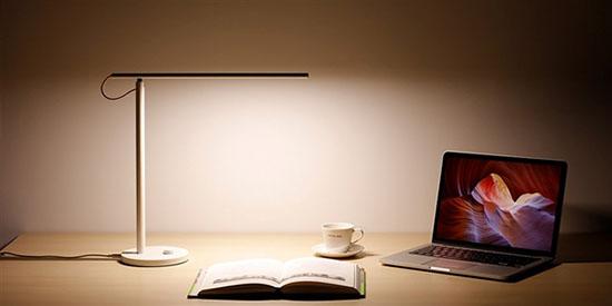 米家led智能台灯 设计方面,米家led智能台灯采用了直线型全铝材质的图片