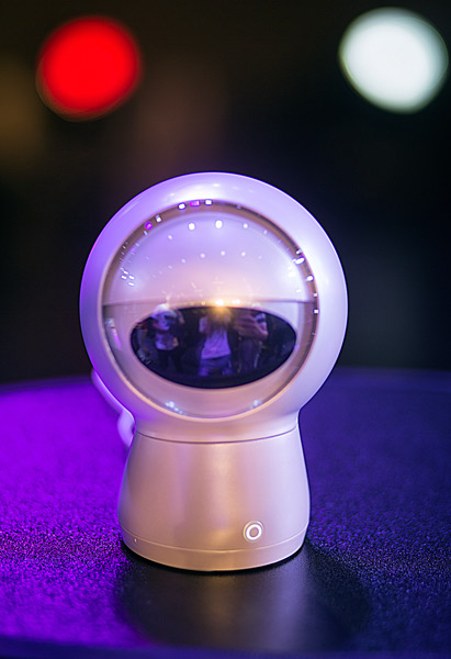 小墨機器人發布:首個深度設計交互機器人