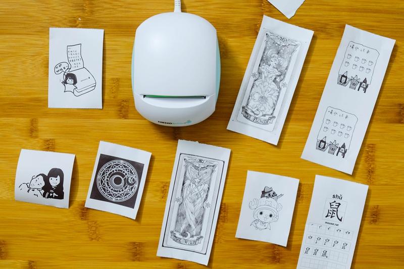 打印机基本在我们视线中还是没少见,一般大型的基本都在公司办公室,而小型就是超市打印小票,在我们的印象中,除了打印这些之外,基本用处不大,总感觉这类产品在怎么改变还是没什么看头,直到最近体验了一款来自盈趣科技推出了的一款MEMOBIRD咕咕热敏打印机,不仅体形小巧可爱,而且令人有趣的就是加入了现代时尚新元素,除了可以当作日常工作打印之外,还可以当作传情的迷你纸条打印机。